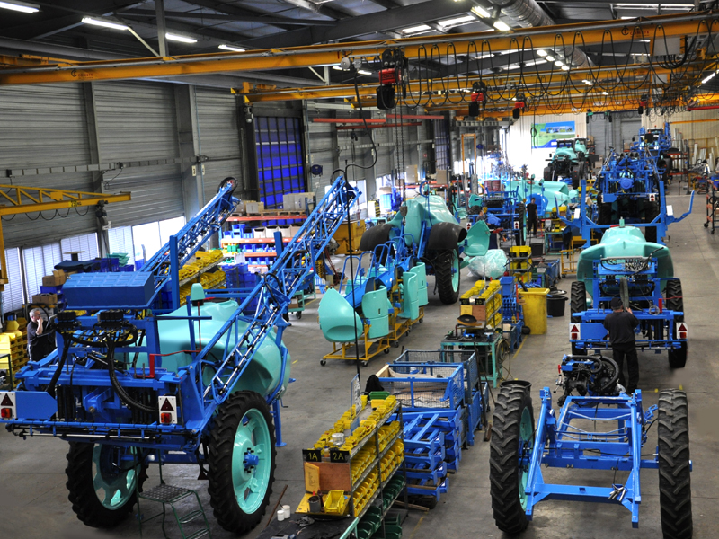 BERTHOUD trailed sprayer assembly line
